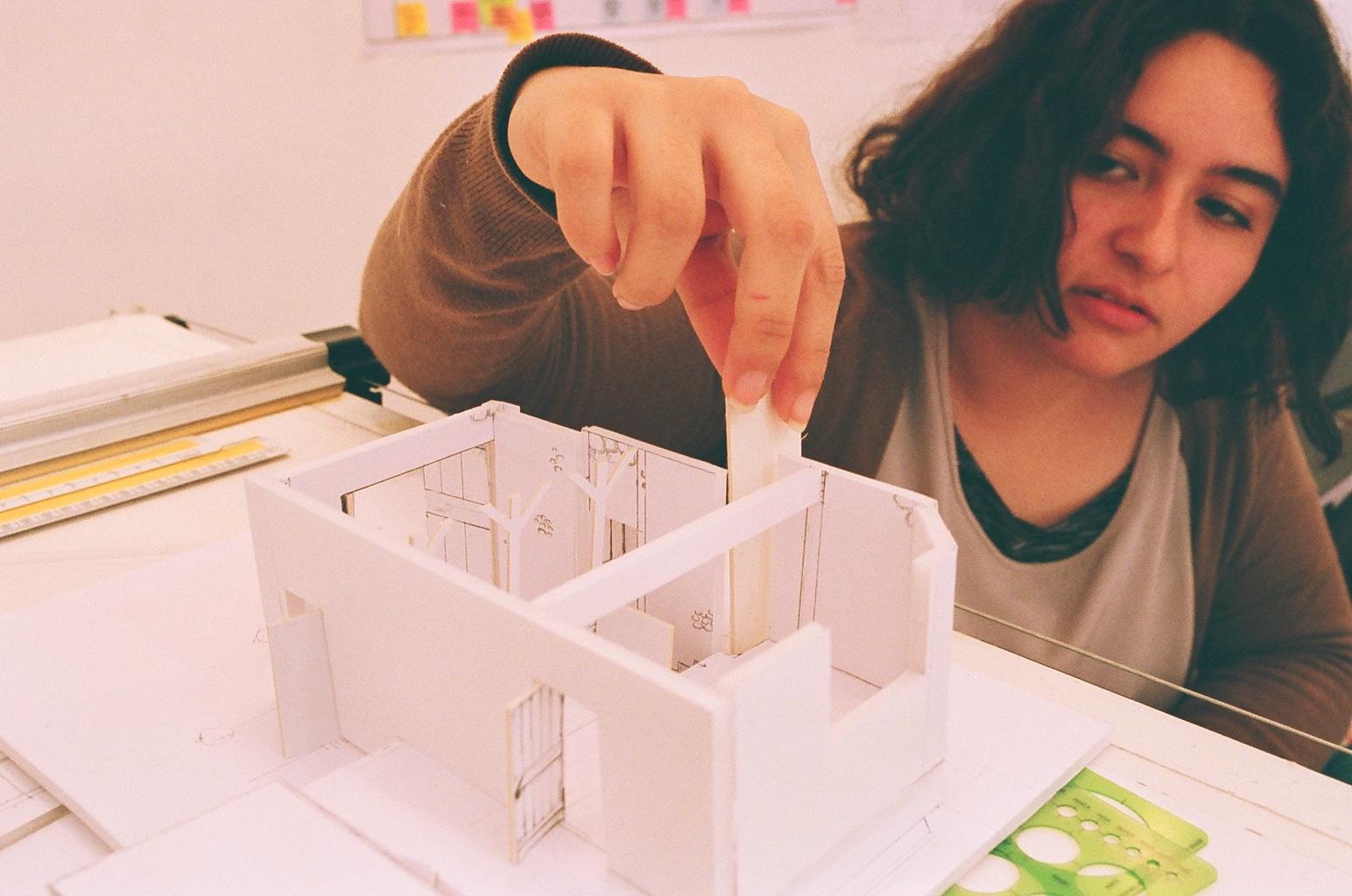 Sofía Arestegui Rodríguez (Mexico) building models